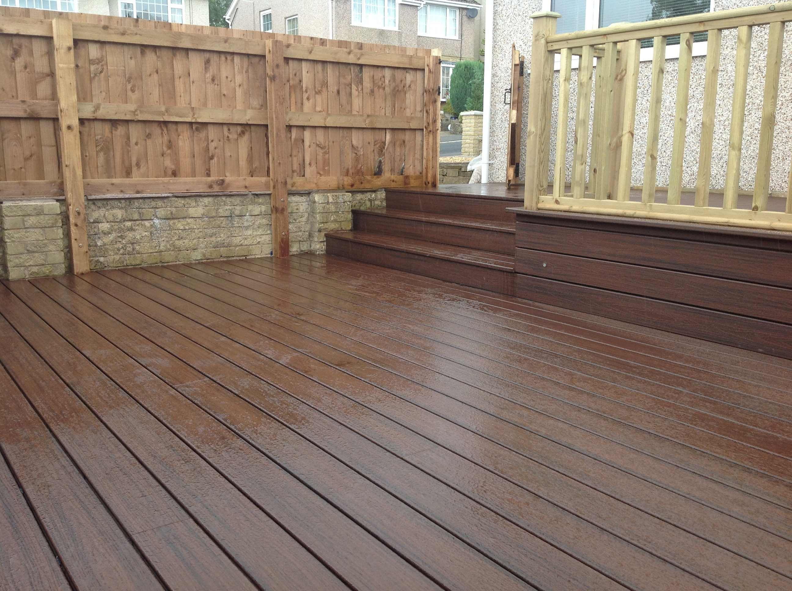 Decking gardens kevin hiley construction for Garden decking images uk